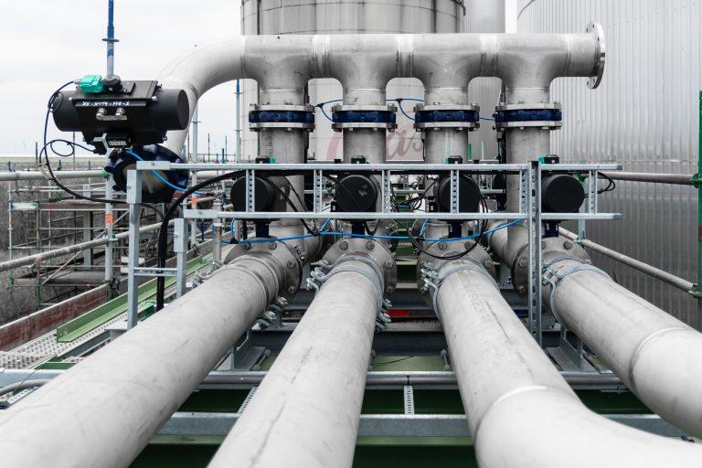Delta North houdt zich hoofdzakelijk bezig met het ontwerpen en fabriceren van hoogwaardige leidingsystemen